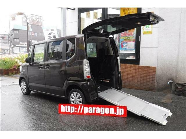 福祉車両車いす仕様車スローパーリアシート付4人乗り!スマートキー、電動ウインチ、後部固定ベルト装備。