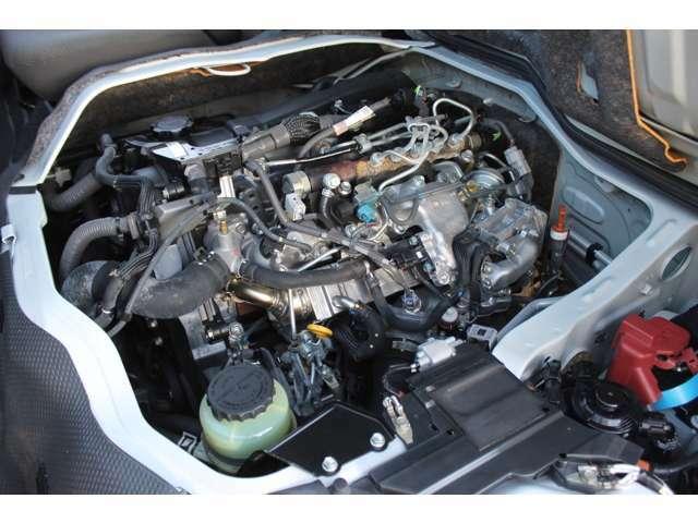 3000ccディーゼルターボエンジン(1KD-FTV型タイミングベルト式)が搭載されています。