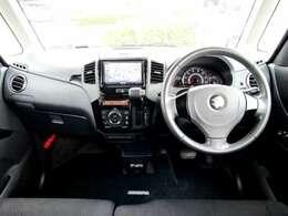 シンプルでスタイリッシュなブラック内装!!安全面でも優れ6エアバック&ABS付き!!