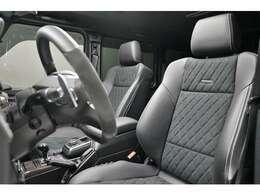 専用ハーフレザーシートです。パワーシートですのでドライバーにピッタリのシートポジションで運転する事が可能です。メモリー機能もございますので、ドライバーが変わる社用車などにも便利です。