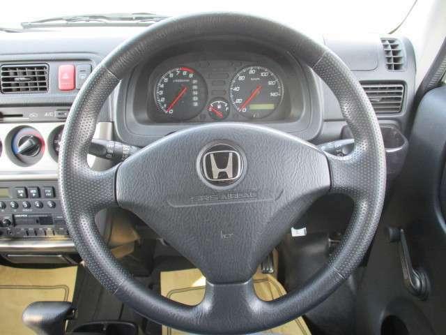 運転のしやすいステアリング回りとなっております。