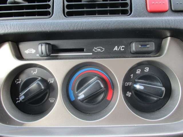 温度調節のしやすいエアコンが搭載されています。
