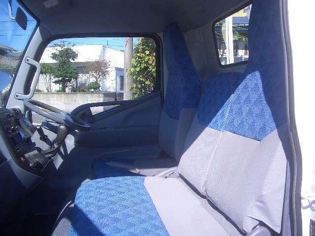 当店は仕上げ(塗装・内外装仕上げ)などお車を綺麗にしてから展示しております。また程度・価格には自信があります!!