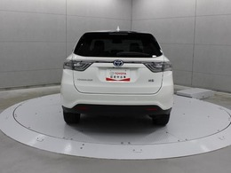 車両内外のスイッチ(運転席インパネ部・ライセンスガーニッシュ上部・バックドア下端部)、またはスマートキーの操作でバックドアをオート全開・全閉・一時停止できます