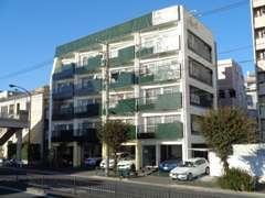駒沢通り近く、環状7号線沿いに位置しています。