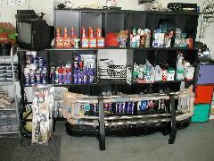店内のスペースでは各種部品等も充実の品揃え