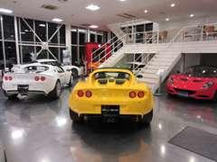 エリーゼ、エヴォーラ、エキシージの各種モデルを展示。