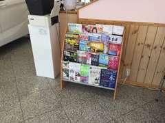 お待ち頂く時間に雑誌類も充実しております。