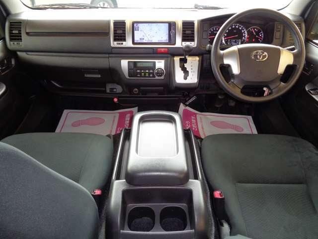 クリーニング済みの綺麗な運転席!気持ち良くお乗り頂けます!エアバック・ABS・キーレス・イモビライザー・オートエアコンと快適装備!車両状態良く自家用車やカスタムベースにもおすすめです!