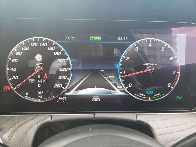【ディストロニック・プラス】先行車をセンサーで感知し速度に応じた車間距離を維持しながら追従走行が出来ます。運転の疲労軽減だけで無く衝突防止の安全性も高くなります。