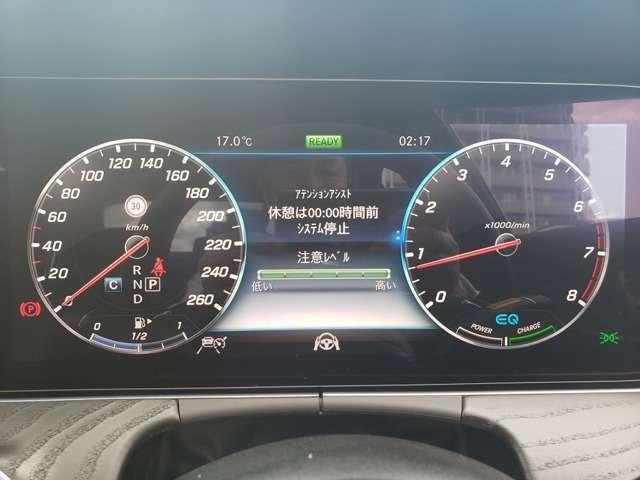 高いレベルの知性を備えたメルセデスの「インテリジェントドライブ」は、ドライバーの疲労を軽減し、安全かつ快適なドライブの一助となります。