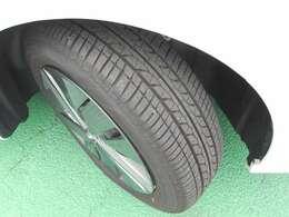 タイヤの残溝も十分あります。