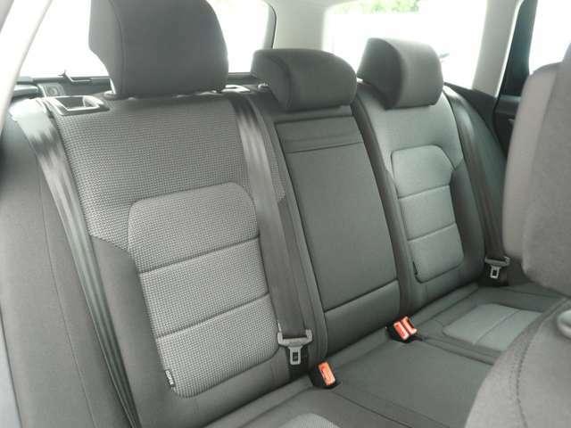 後部座席も使用感無く、大人が座っても、ゆっくり寛げる空間になってます。