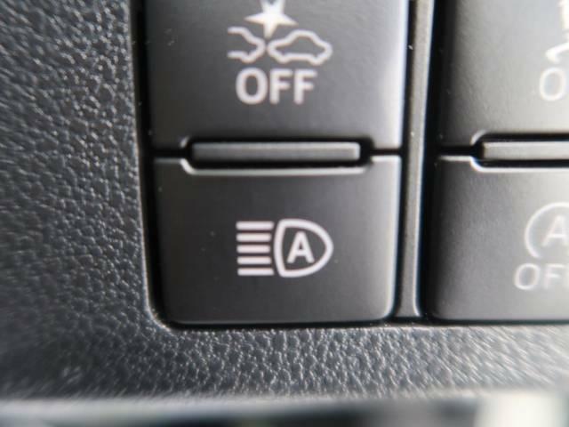【オートハイビーム】夜間走行時に、周囲の明かりの状況によりハイビームで走行可能と判断した場合、ロービームをハイビームに自動的に切り替え、ドライバーの前方視界確保をアシストします。