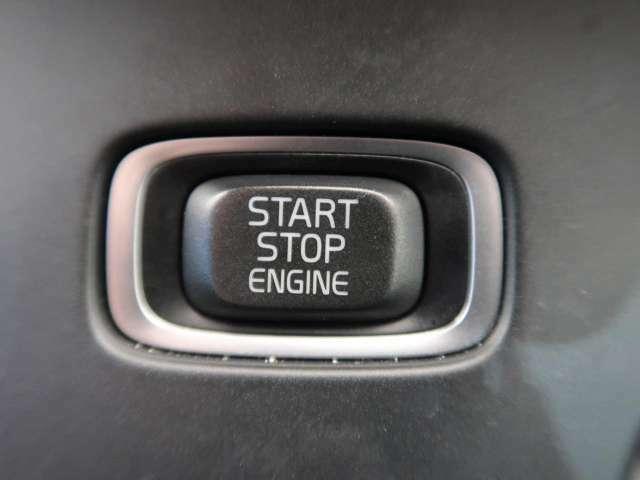 ●キーレスドライブ『鍵を持っているだけで、ドアロック解除・施錠からエンジンスタートまで操作できる便利な機能です!』