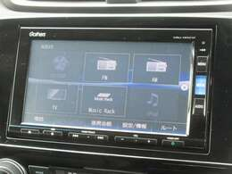 ナビゲーションはホンダ純正メモリーナビ(VRU-195CVi)が装着されております。AM、FM、CD、DVD再生、音楽録音再生、フルセグTV、Bluetoothがご使用いただけます。初めて訪れた場所でも道に迷わず安心ですね!