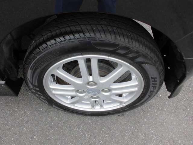 タイヤの残り溝もまだまだあります