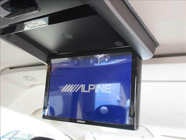 【アルパインフリップダウンモニター】家族や仲間とのドライブもこのモニターさえあれば長距離ドライブも盛り上がりますね。