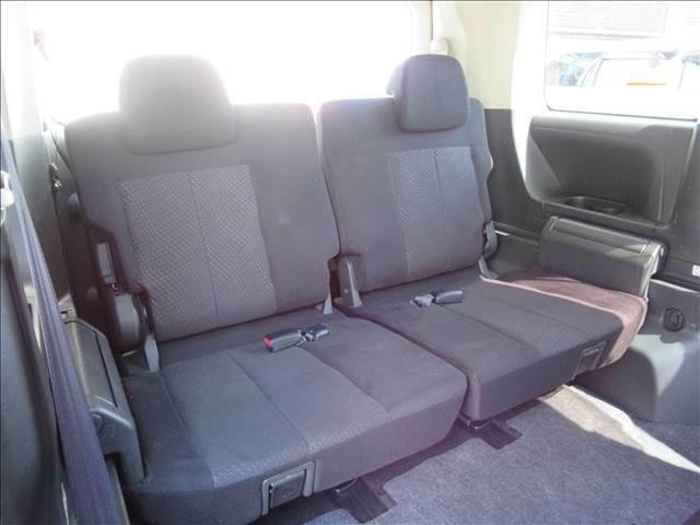 サードシートも大人二人が乗っても十分なスペースが確保されています。