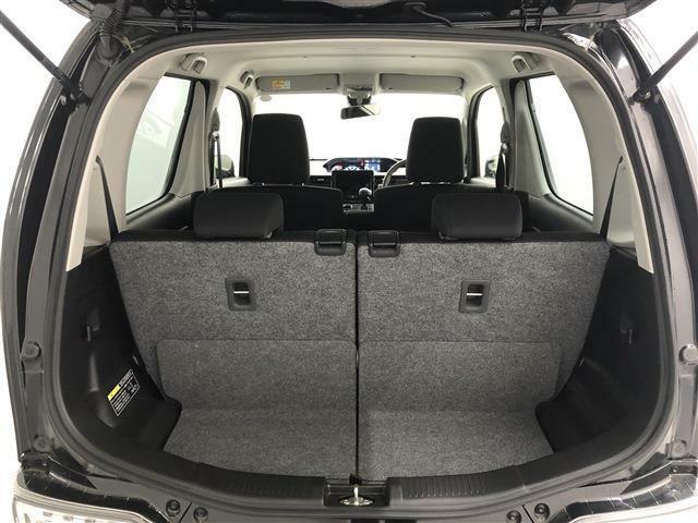 リアコンビネーションランプをバンパー上部に配置することで広い開口幅と荷室幅を実現!リヤシートもワンタッチでフラットな荷室にできるので便利です!