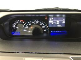 視認性の高い常時発光メーターをインパネセンターにレイアウト、ディスプレイに平均燃費や航続可能距離など表示されます。