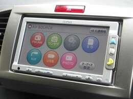 ナビゲーションはギャザズメモリーナビ(VXM-108CS)を装着しております。AM、FM、CD、ワンセグTVがご使用いただけます。初めて訪れた場所でも道に迷わず安心ですね!