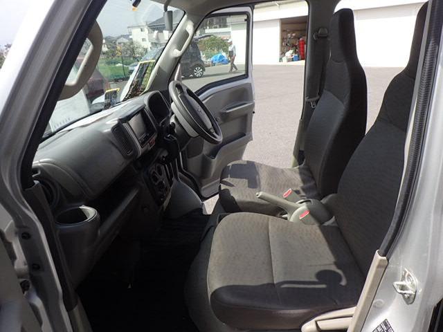内外装ともに、キズや汚れが見られます。シートの破れは、当社で修理済です。