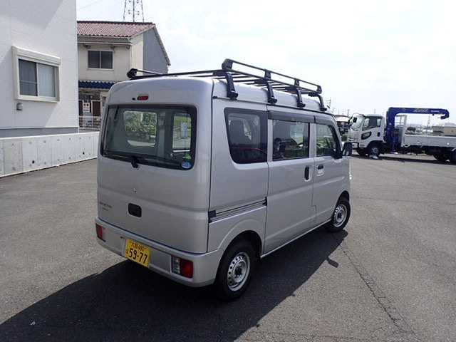 車両型式:HBD-DS17V 最大積載量:350(250)kg 車両重量:850kg 車両総重量:1310(1320)kg 車寸法:L339 W147 H189
