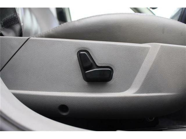 【パワーシート】シートポジションの微調整が可能です!!無理の無い姿勢で運転できます!