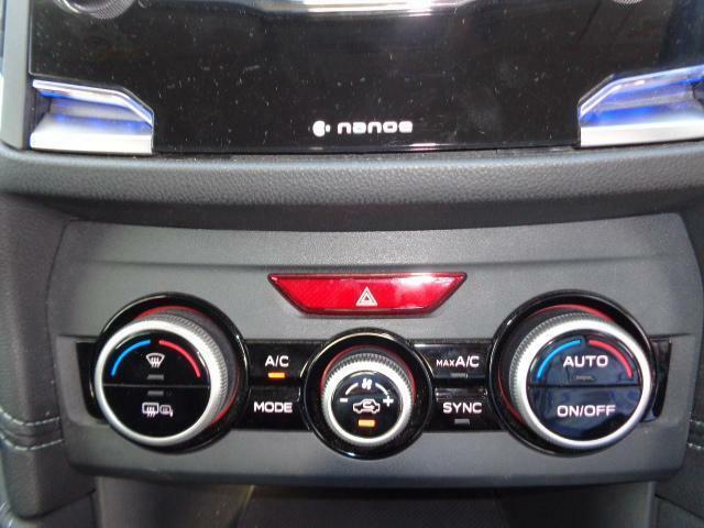 左右独立温度調節機能付きフルオートエアコンを装備☆