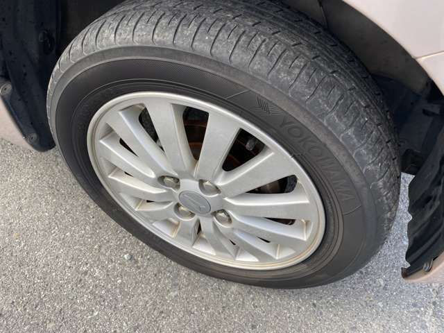 純正14インチアルミホイール!タイヤもまだまだ使えます!