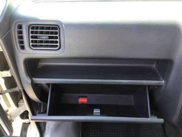【内装クリーニング】全車、専用機械でルームクリーニング施工しています!シートももちろん汚れや破れも無く、非常に良いコンディションですよ!