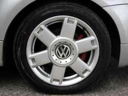 タイヤへの窒素ガス充填もオプションメニューでご用意しております。空気に比べて抜けにくく、温度差による空気圧の変化も抑えられる効果が期待できます。