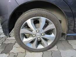 純正アルミです。タイヤの溝も十分にございます。
