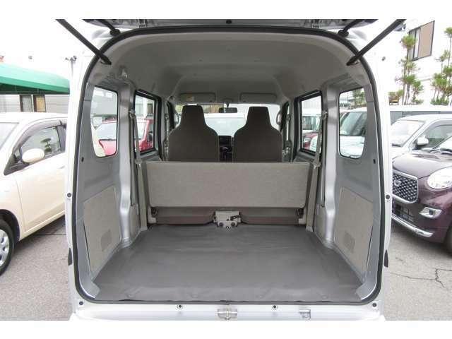 たくさん荷物を載せて運びたいお客様にはバンタイプのお車が最適です!!