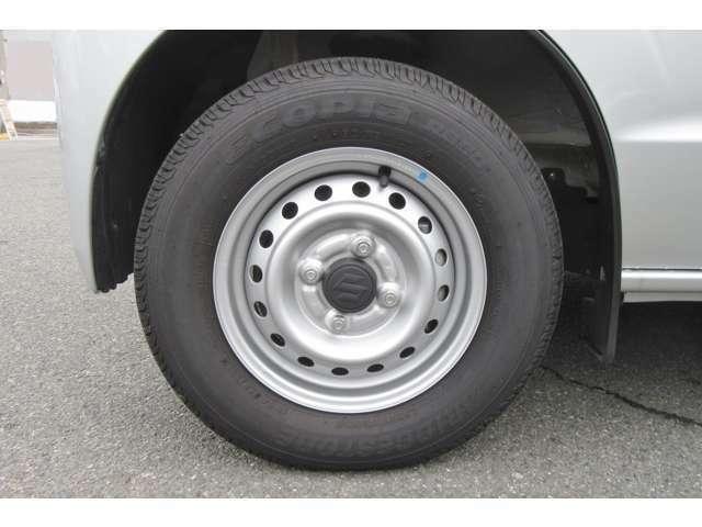 タイヤの状態等の詳細はお問合せからでも承っておりますのでぜひどうぞ!!