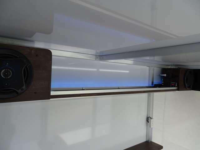 2スピーカー!!LEDの色が好きな色にリモコンで変更できます!!