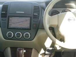すっきりした運転席周りにはナビやエアコンの操作パネルを設置しておりますので、お一人での運転でもご安心できます。