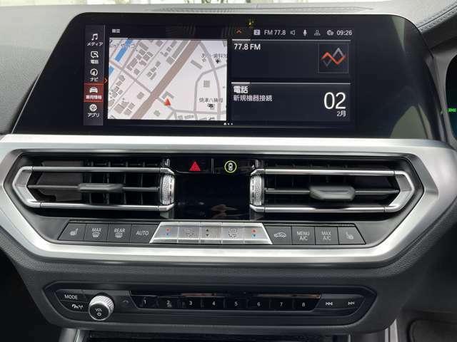 純正HDDナビ。スピーディかつ充実した探索とともに拡大表示、3D地図表示、道路案内標識標示、ETCゲートレーン表示などをコントロールディスプレイで確認できます。VICS3メディアも利用できます。
