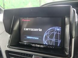【カロッツェリア製ナビ】が装備されております。CD・DVD再生・フルセグTV視聴可能で、SDミュージックサーバーも搭載なのでSDカード挿入で音楽の録音もできます!!はめ込み式で車内との一体感もあります