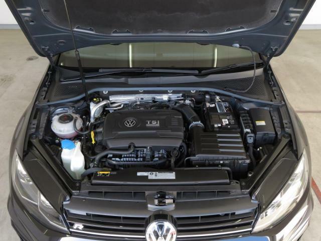 既存する4気筒エンジンのなかで最もパワフルなもののひとつに挙げられる2.0L TSIエンジンを搭載。そして、エンジンの巨大なパワーを受止めるためのマルチプレートクラッチを内蔵した6速DSGを採用!!