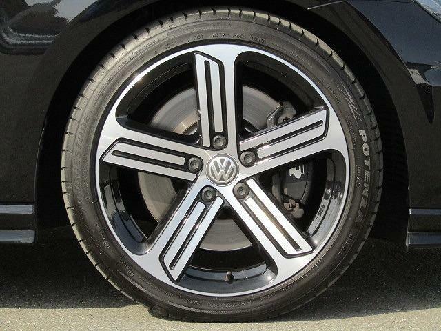 ★足回り:R専用スポーツサスペンションXDSブラックブレーキキャリパー標準装備★22540R18タイヤ 7.5J×18アルミホイールを装着しています。