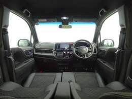 ブラック基調のインテリア!軽自動車ですが、なかなか広いですよ!