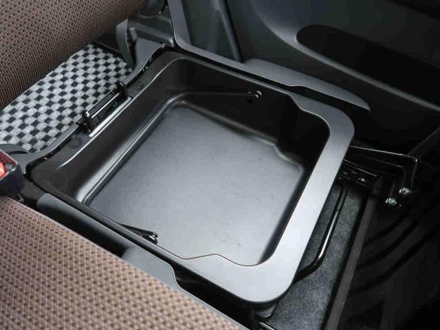 ●シートアンダーボックス!お買い物で不安定なものをお買い上げいただいたとき、荷物を固定しておきたいとき。。このボックスが役に立ちます!また、ちょっとした小物をもシート下にすっきり収納☆