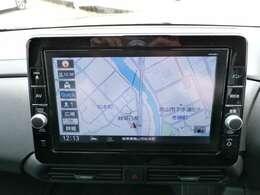 通信ユニット内蔵の日産純正9インチメモリーナビ装備、NissanConnectマイカーアプリ対応、オペレーター通話や音声対話検索、スマホアプリと連動などに対応した高機能ナビ。初回車検まで3回地図更新が無料です。