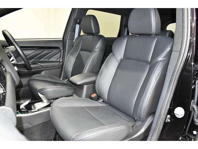 ホールド感のあるしっかりしたシートで、長距離ドライブも疲れにくいです。