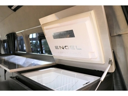 【ENGEL製40L冷蔵庫完備】キャンピングカーの醍醐味の冷蔵庫は大容量で♪5度~-15度の温度調整可能☆