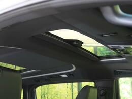 【サンルーフ】なんといっても車内に解放感がありますよね♪爽やかな風や太陽の穏やかな光が差し込みますよ☆