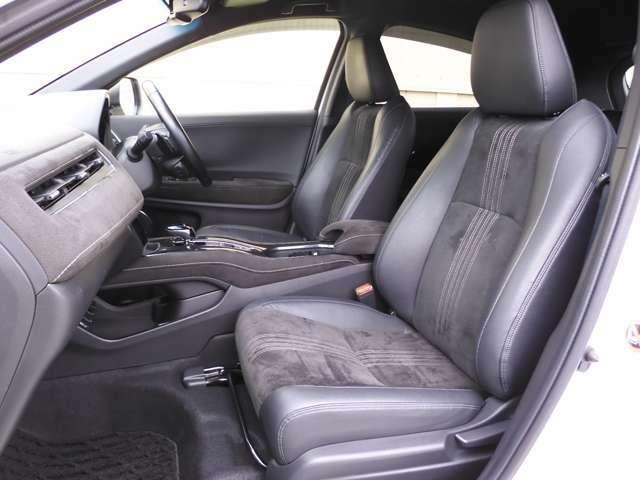 からだを包み込む様な形状でホールド感のあるフロントシート。しっかりと支えてくれるので長時間の運転を快適にサポート!