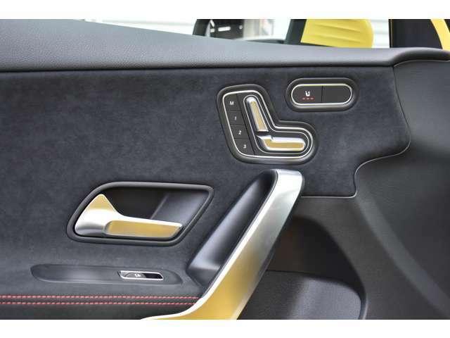 助手席にも電動シートとシートヒーターを装備。